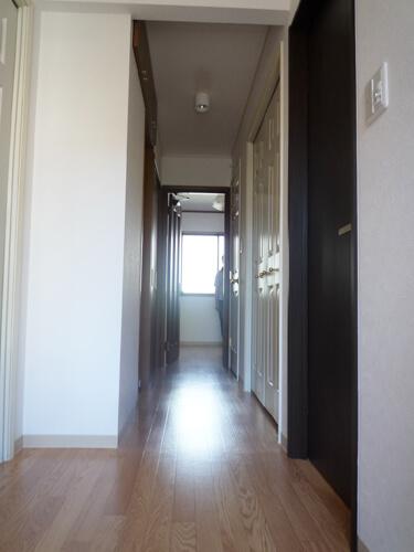 二世帯玄関廊下