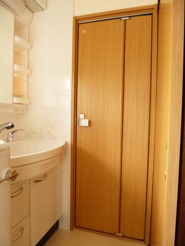 洗面室とトイレの建具