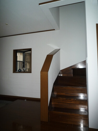工事後の廊下階段
