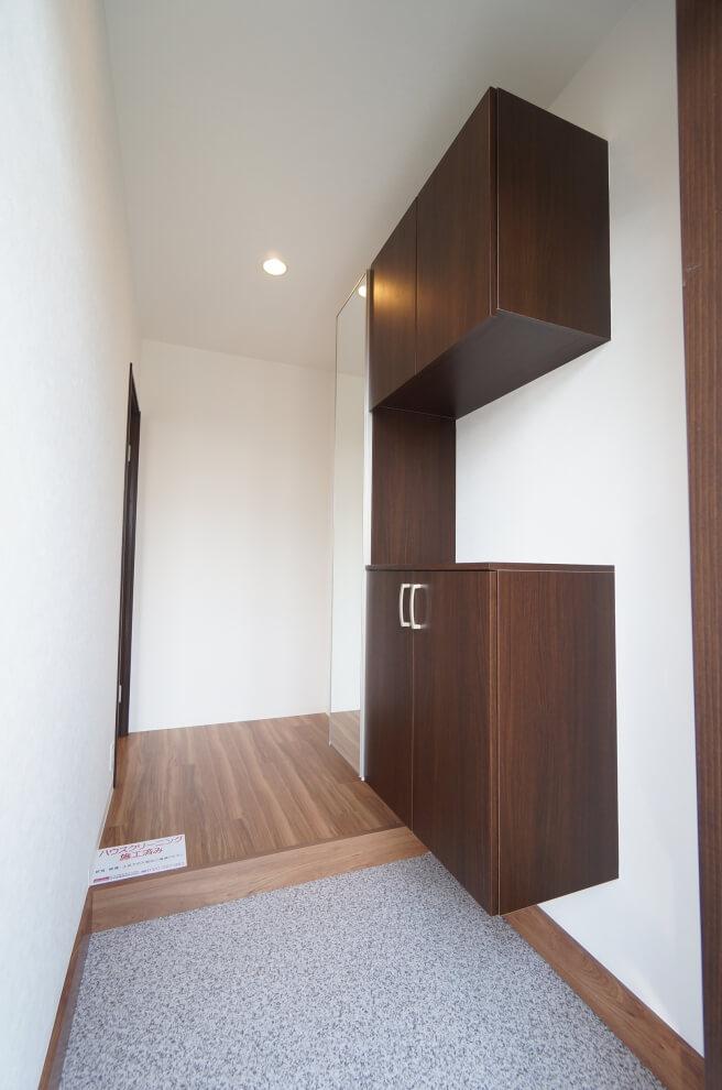 フロートタイプの玄関収納
